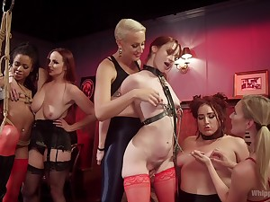 Mistress Kara added to group og horny ladies decide to reach an orgasm together