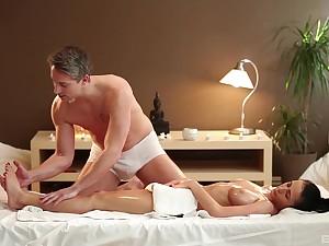 Massage leads passionate woman to crazy fuck scenes