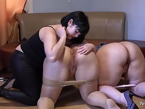 Amateur lesbian threesome - chubby ass brunette moms