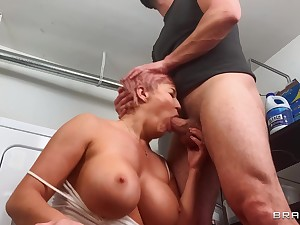 Laundry sex with buxom pornstar mom: Ryan Uses An obstacle Washing Machine: Ryan Keely, Stirling Cooper