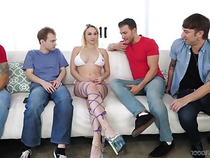 Blonde floozy Skylar Vox drops on her knees to suck lot of dicks