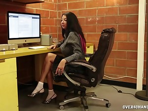 Full-grown with big tits, uncultured oral play in the lead office