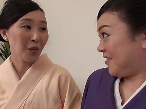 Vibrant pussy wipe the floor with between Uekawa Haruko and her friend