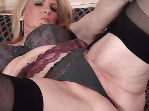 Amateur pellicle be advisable for hot ass mature Alexia Blue having solo fun