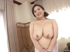 Heavy Japanese girl Hayama Nobuko drops her clothes to tease