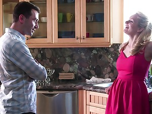 Strong morning sex with his hot stepmom