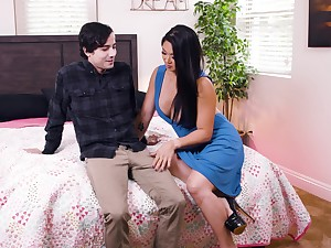 Fake jugs Asian pornstar Nyomi Star spreads her legs to be fucked